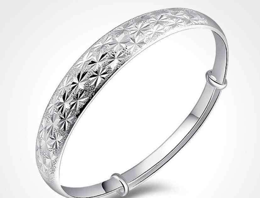 戴银手镯的好处 经常戴银手镯有啥好处?