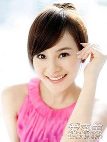 王婧图片 《美丽俏佳人》女主播王婧发型图片