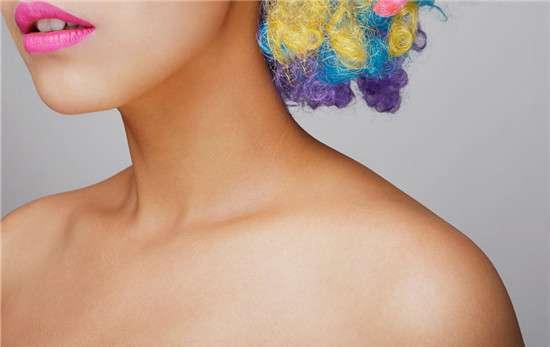颈部保养品 脖子皮肤干燥怎么办 颈霜颈膜都这些保养品都用上