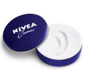 妮维雅润肤霜 妮维雅蓝罐面霜使用方法 冬天必备的平价润肤霜你会用吗