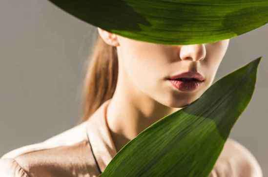 脸脱皮干燥是什么原因 揭秘脸上脱皮干燥原因 教你如何补水重拾面子
