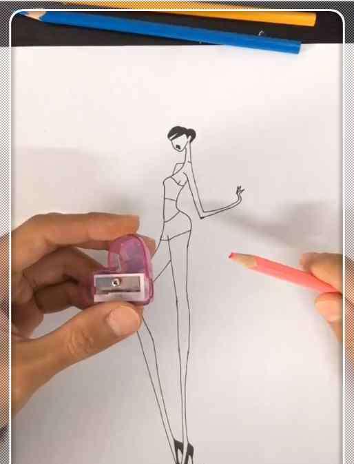 画衣服和裙子 美术生懒得画衣服,用铅笔削做裙子,看到成品:这是大佬