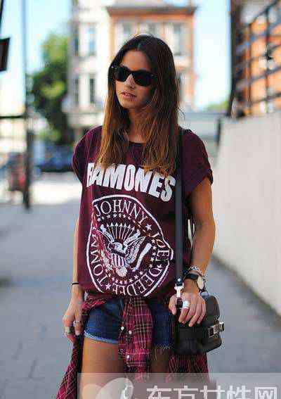 女式t恤衫 女士t恤衫怎么搭配好看 最潮的穿法都在这里啦