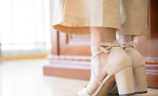 打底裤裙搭配 秋冬打底裤下面穿什么鞋子 保暖舒适还增高的搭配