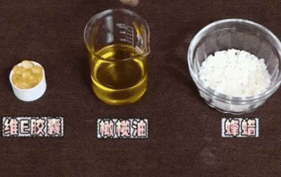 10个自制润唇膏的配方 自制润唇膏怎么做 轻松7步打造最具性价比的安全唇膏