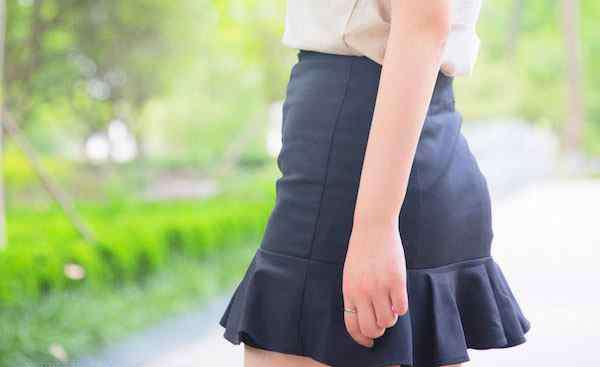荷叶边裙摆 荷叶边裙子怎么搭配 教你怎么穿出小清新少女感