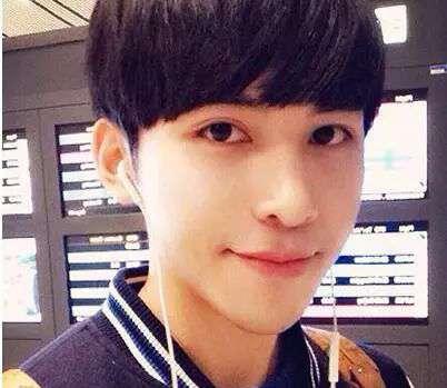 学生锅盖头 男生齐刘海锅盖头发型 这么剪帅气又可爱