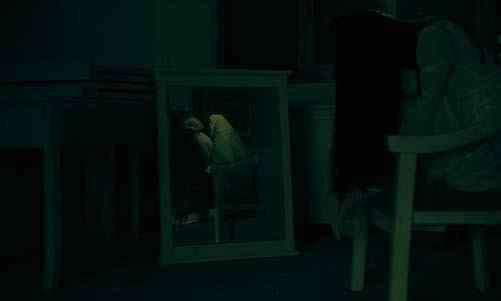 天黑不要照镜子 为什么晚上不能照镜子 剖析晚上照镜子的恐怖真相