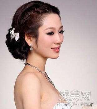 韩式新娘发型步骤 唯美的韩式新娘盘发发型 步骤图解
