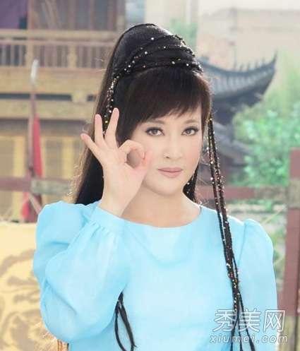 脸部提拉紧致方法 刘晓庆返老还童 面部按摩紧致提拉方法