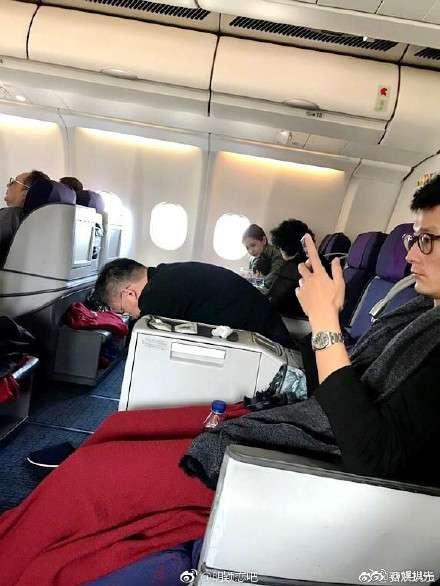 杨颖的宝宝叫什么名字 Baby带儿子坐飞机被偶遇,小家伙不吵不闹还爱笑。