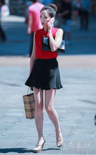 重庆美女街拍 重庆美女街拍 肌肤白皙穿搭性感