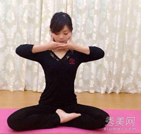 瘦腰的瑜伽动作 十个瑜伽动作 坚持练习瘦腿瘦腰