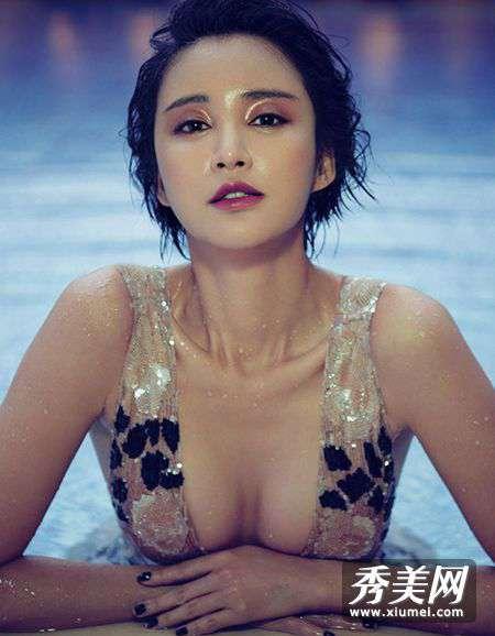 性感美人鱼 张歆艺深V水中诱惑 性感美人鱼浮出水面