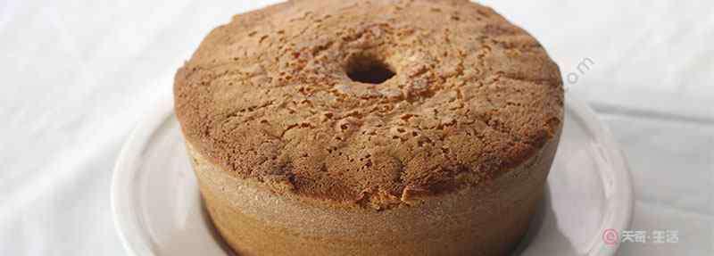烤蛋糕开裂是什么原因 戚风蛋糕塌陷的原因 做戚风蛋糕的常见问题
