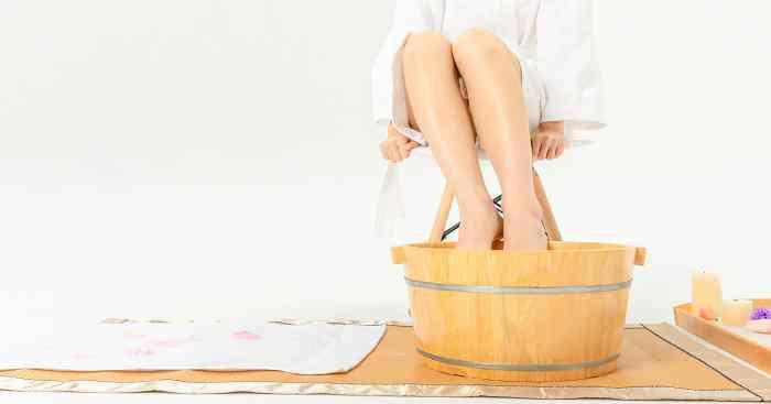 泡脚多少度合适 泡脚温度和时间 泡脚用多少度的水