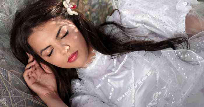 叫醒装睡的人经典语录 叫不醒一个装睡的人是什么意思  叫不醒一个装睡的人是啥意思