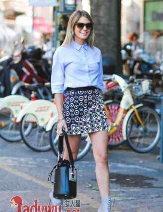 短裙搭配 短裙搭配什么上衣好看 女生夏天短裙搭配技巧时尚减龄