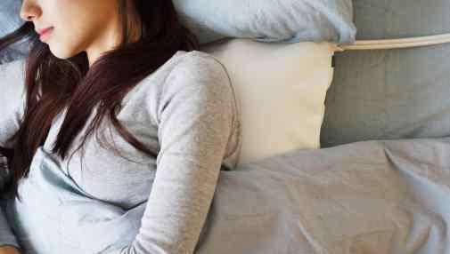 吃什么睡眠好的快 睡前吃哪些食物容易失眠?睡前吃什么食物好睡觉?