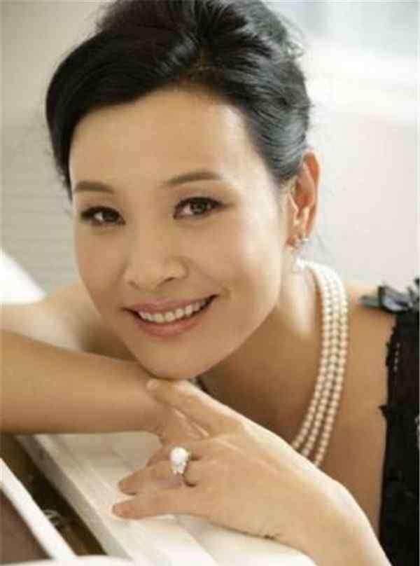 柳青老公 陈冲有过两段婚姻第一任丈夫柳青是华人吗,陈冲漂亮女儿近照曝光