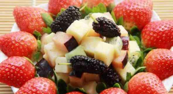 适合做水果沙拉的酸奶 水果沙拉是水果和沙拉酱一起做成的 6款好吃又减肥的水果沙拉