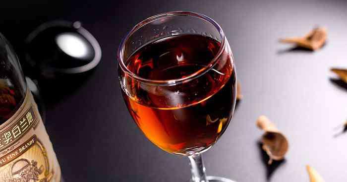 白兰地是什么酒 白兰地是什么酒 白兰地是什么酿造的