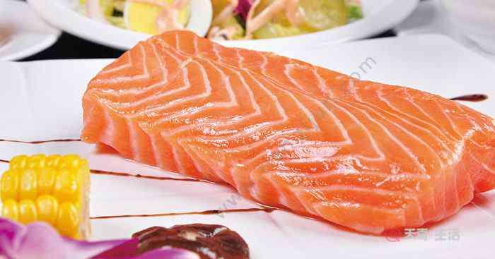 冷冻三文鱼怎么做好吃 生吃三文鱼怎么处理 生吃三文鱼怎么弄
