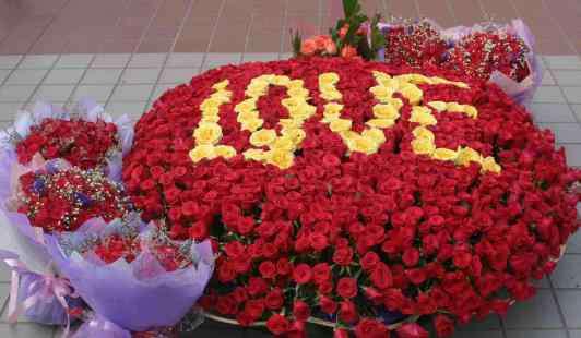 蓝色妖姬的花语是什么 不同颜色数量的玫瑰花代表的含义 蓝玫瑰蓝色妖姬的玫瑰花语