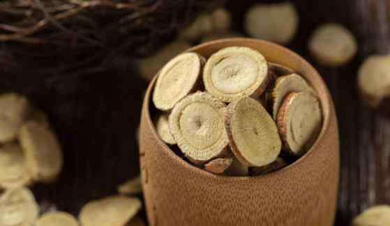 中药甘草的作用 中药甘草片的功效和副作用 甘草片有润肺止咳化痰功效