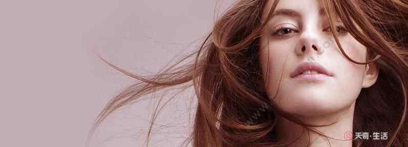 头发出油怎么办小妙招 夏季头发出油怎么办 夏季头发出油严重