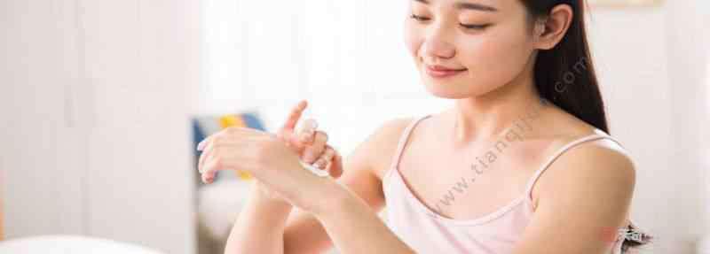 护手霜可以当身体乳用吗 身体乳可以擦手吗  身体乳当做护手霜擦手可以吗