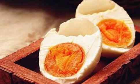 黄泥腌鸭蛋的腌制方法 咸鸭蛋怎么腌制才出油 腌咸鸭蛋出油的方法