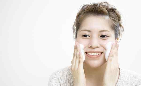 正确的洗脸方法 正确的洗脸方法