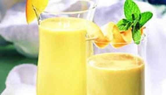 香蕉和什么水果榨汁好喝 香蕉汁怎么榨好喝 香蕉汁的正确做法
