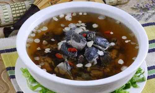 乌鸡汤禁忌 乌鸡汤的功效与作用 乌鸡汤的食用禁忌