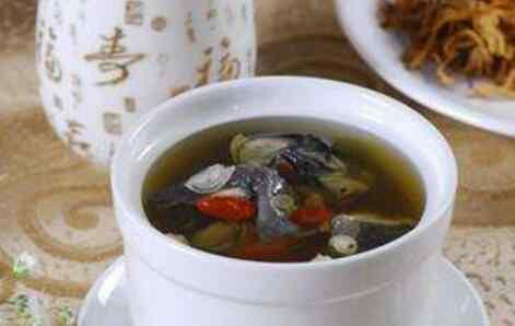 乌鸡汤的功效 乌鸡汤的功效与作用 乌鸡汤的常见做法