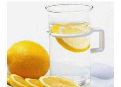 柠檬汁的功效 柠檬汁的功效与作用