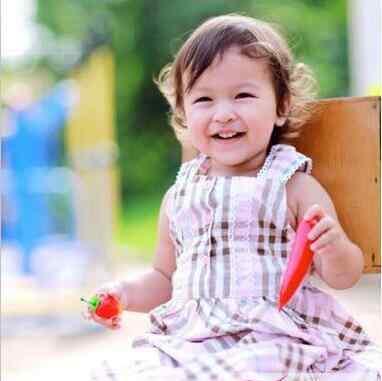 3岁女宝短发 3岁女宝宝剪什么短发 简约好打理变呆萌小萝莉