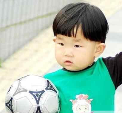 儿童2一3岁男头型新款 2-3岁的小男孩发型 谁说年龄小就没有好看发型