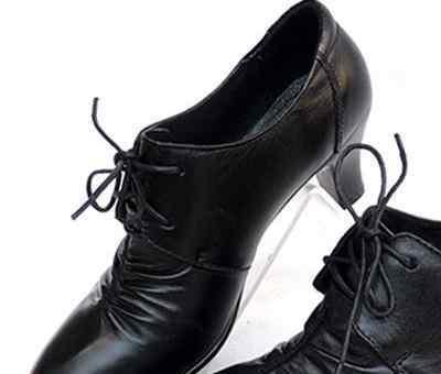 单鞋磨脚怎么办 新皮鞋鞋口磨脚怎么办 穿大了掉鞋怎么办