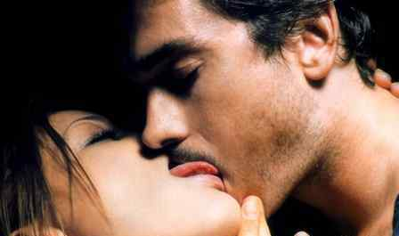 舌吻怎么伸舌和揉胸 接吻为什么要伸舌头 舌吻技巧盘点