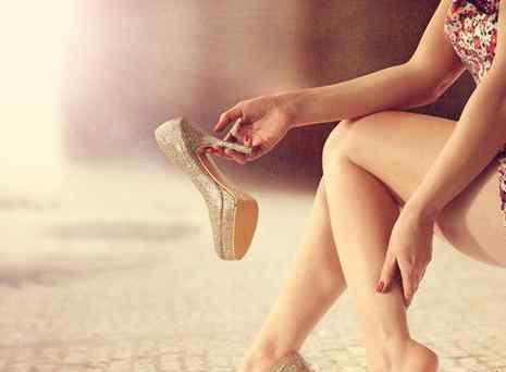 穿高跟鞋走路的技巧 穿高跟鞋走路不累技巧 倾斜的角度多少合适