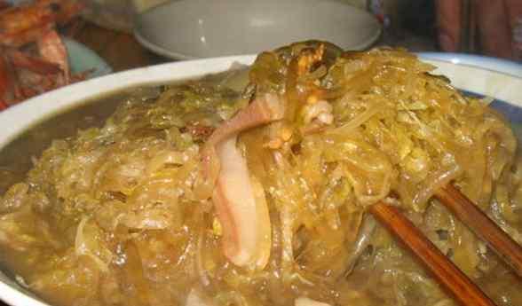 正宗东北酸菜炖粉条 东北酸菜炖粉条的做法 酸菜炖粉条怎么做好吃