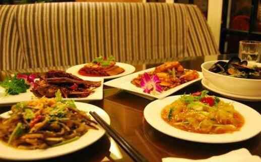 不吃晚饭的危害和好处 晚饭不吃对身体有害吗 不吃晚饭的危害