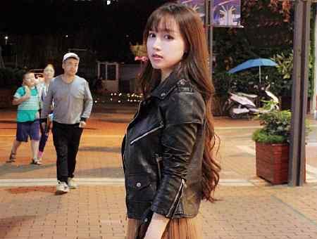 """白洋谦微博 为何李子柒一直散着头发?当她盘起长发后,意外""""撞脸""""柳岩"""
