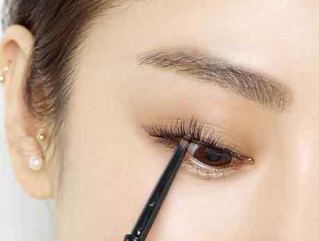 怎么化妆好看简单步骤 怎么化妆好看简单步骤 化妆细节让你轻松变美女