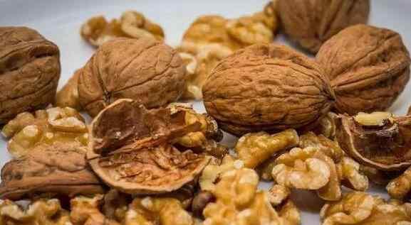 核桃壳煮水喝的危害 核桃壳的副作用有哪些 核桃壳煮水喝的危害