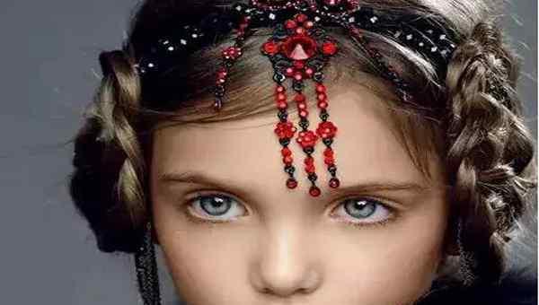 十大网红小女孩 俄罗斯十大最漂亮童星 萌哭了!她曾被评为世上最美小女孩