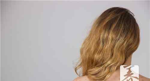 白驳风患者怎么引起的 皮肤有白色斑点是什么原因造成的?