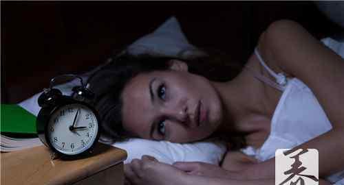女性睡不着觉什么原因 女人晚上睡不着觉是什么原因